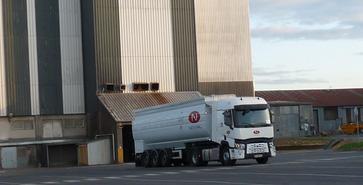 Novial usine et camion